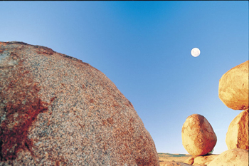 Devils Marbles a highlight of the 1500 klm from Alice Springs to Darwin